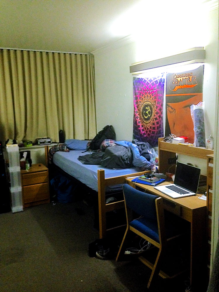 twochairsroom1