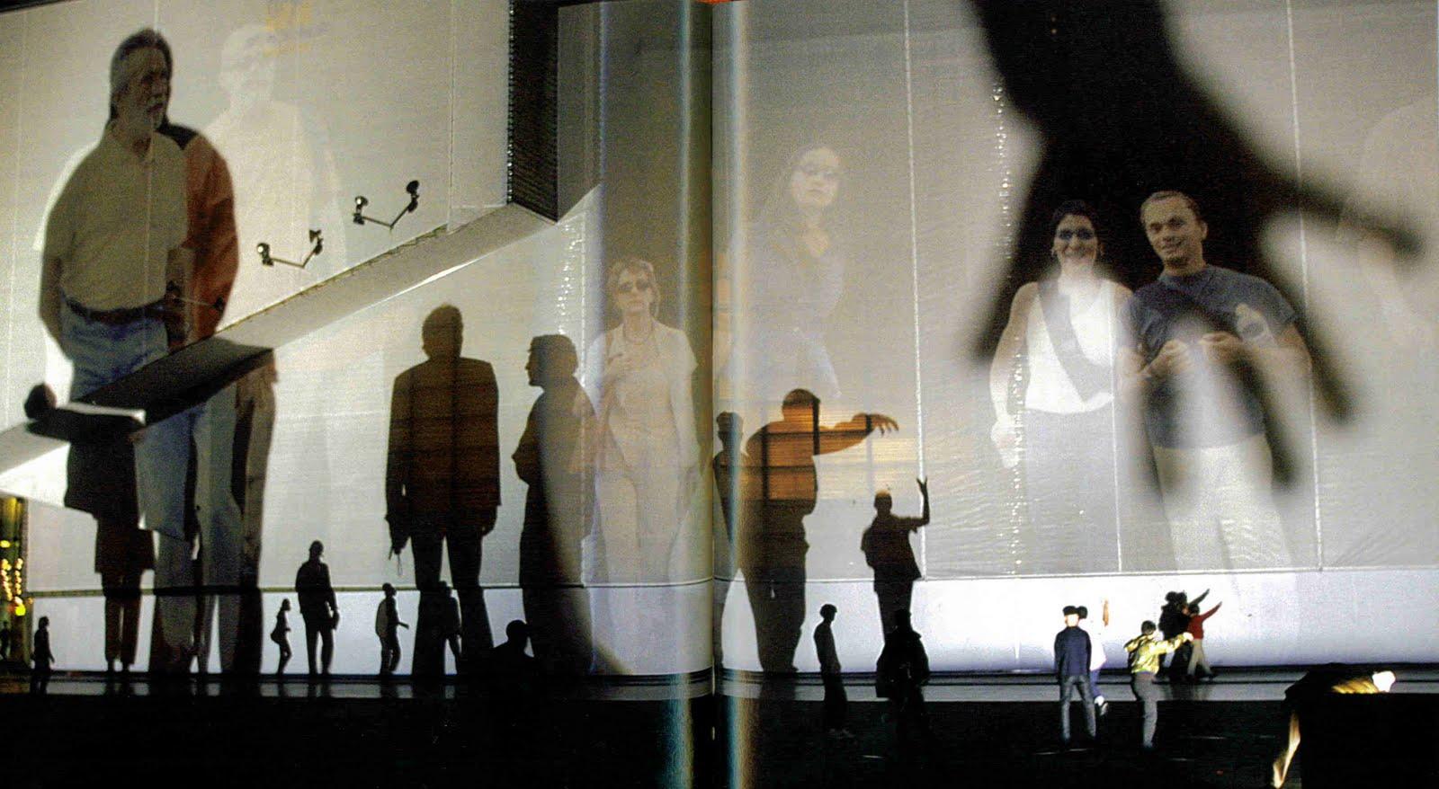 Rafael-Lozano-Hemmer.-Body-Movies-2001